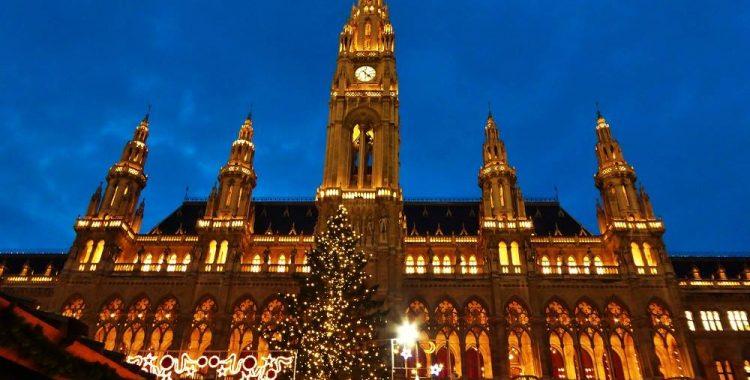viena-rathaus-christmas-market